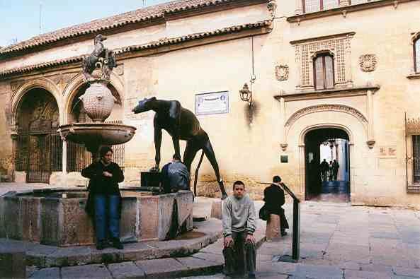 http://www.hernandezrabal.com/espana/andalucia/cordoba/cocormus.jpg